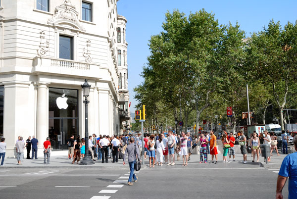 2 The New Apple Store in Passeig de Gràcia: here at last!