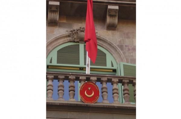 Balcones-diplomaticos-en-el-Paseo-de-Gracia7