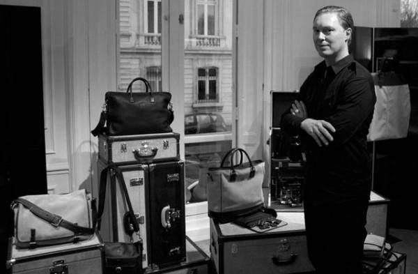 Stuart-Vevers-se-despide-de-Loewe-coach-diseñador-paseo-de-gracia-1
