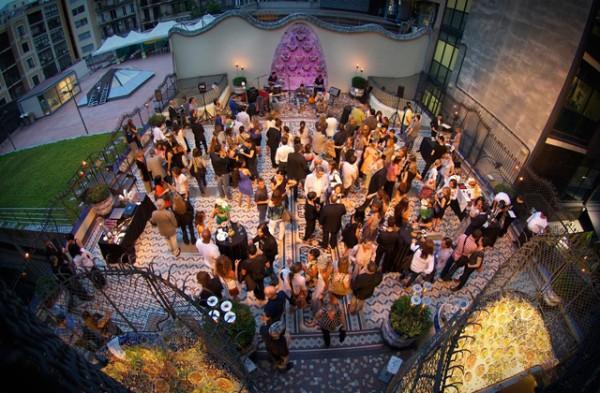 nits-magiques-a-la-casa-batllo-passeig-de-gracia-terrassa-estiu-4
