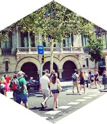 El Passeig de Gràcia, el carrer més transitat de l'estiu