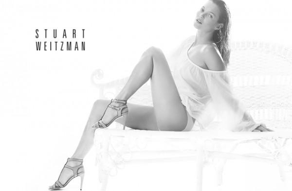 Kate-Moss-Stuart-Weitzman-primavera-verano-zapatos-paseo-de-gracia-1