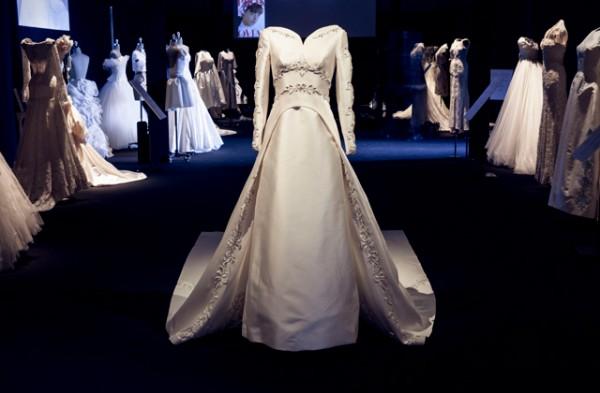 pronovias-aniversario-bridal-week-barcelona-paseo-de-gracia4