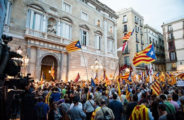 independencia-catalunya-en-la-plaza-sant-jaume-1