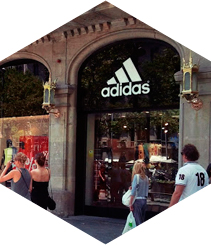 Adidas amplia la superfície del seu punt de venda