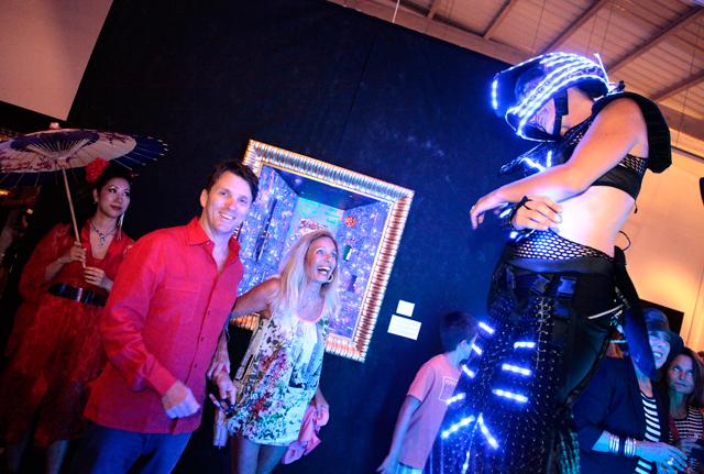 evento b12 gallery en ibiza by carlos martorell principe filipo dell drago y duquesa sylvia serra di cassano El cosmos de Franck R. Tassi a la B12 dEivissa