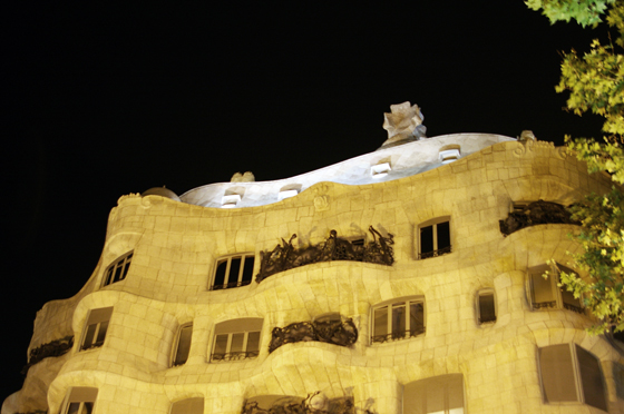 la pedrera the origins experiencia cultual nocturna mapping 0 Gaudis Pedrera: The Origins