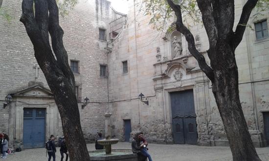 1 PEQUEÑAS PLAZAS QUE CASI NO LO SON EN LA VIEJA BARCELONA