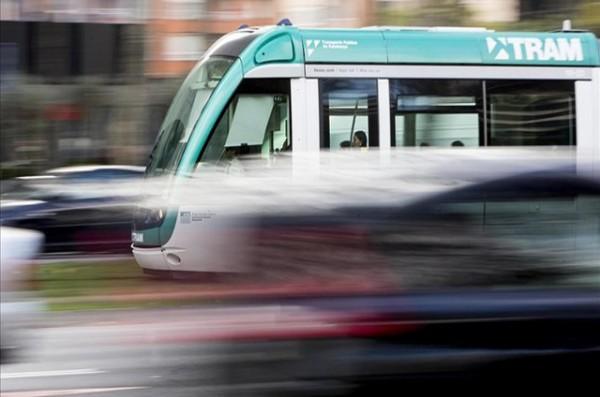 trambaix-tram-tranvia-por-diagonal-foto-final-tranvias-circulando-altura-carrer-numancia-1453395071376
