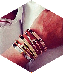 Cartier consigue que los brazos brillen este verano