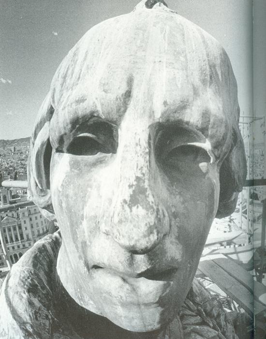 32 Colón, monumento y enigma