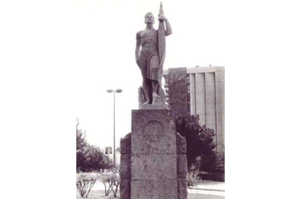18 Arte público en la Barcelona Franquista