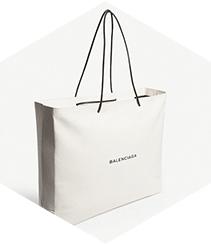 ¿Nos está tomando el pelo Balenciaga con sus bolsas de compra de cuero?