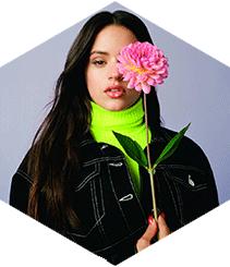 Rosalía ha creado una colección cápsula junto a Pull&Bear
