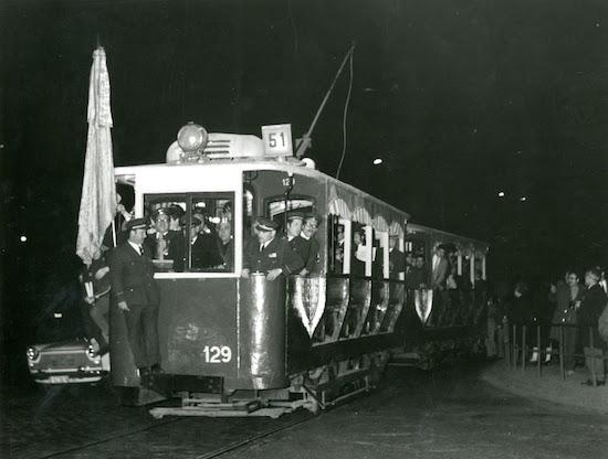 2b Festivo adiós a los últimos tranvías